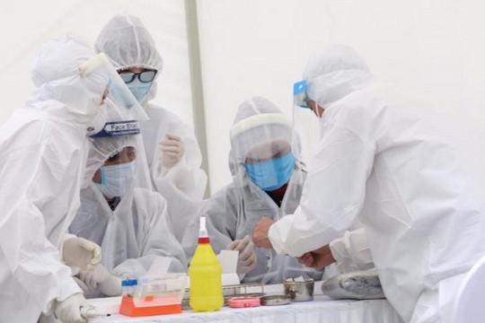 Người xuất cảnh ở Việt Nam phải trả bao nhiêu tiền để xét nghiệm COVID-19?