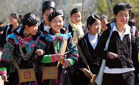 Vì sao trang phục người Mông ở Sapa lại màu đen?