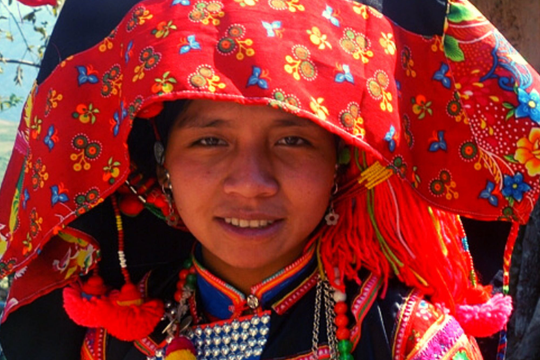Nhà gái cân tiền nhà trai mang đến trong đám cưới của người Hà Nhì