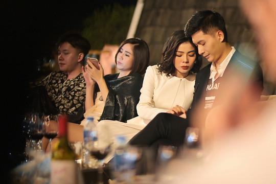 """Lệ Quyên và """"người tình tin đồn"""" gây chú ý trong đêm nhạc tại Hà Nội"""