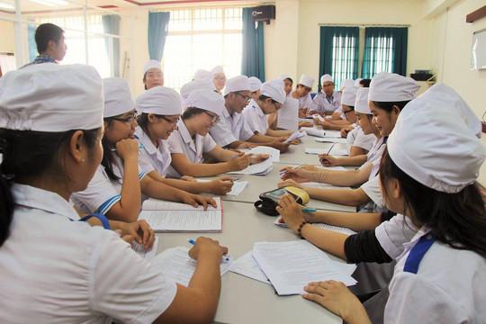 Trường tư đua nhau mở ngành sức khoẻ: Lo ngại đào tạo bác sĩ như 'lò ấp' trứng