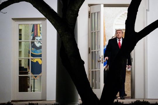Trump tìm cách 'ngáng đường' chính quyền Biden vào phút cuối