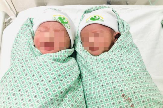Cặp song sinh chào đời khỏe mạnh mặc dù mẹ mắc tiền sản giật nặng
