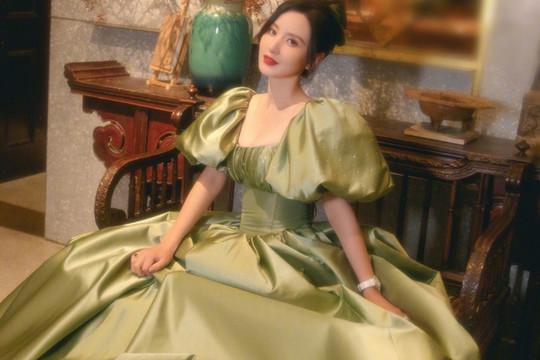Váy chật khiến nữ diễn viên Trung Quốc phải nhập viện