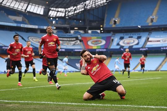 Man Utd nhấn chìm Man City, cắt chuỗi 21 trận toàn thắng của đại kình địch