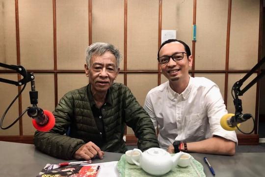 Nhà thơ Hoàng Nhuận Cầm và một vật bất ly thân trong phòng thu VOV