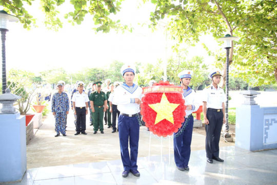 Lễ dâng hương kỷ niệm 46 năm Giải phóng Trường Sa