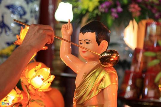 Vì sao có nghi thức tắm Phật trong lễ Phật đản?