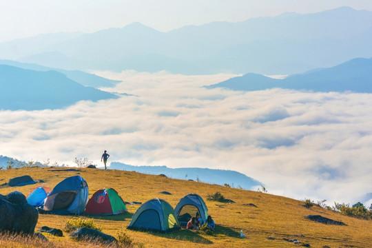 """Cắm trại - lựa chọn du lịch """"lên ngôi"""" thời Covid-19"""