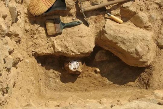 Chiếc bình ma quái chứa lời nguyền 2.300 năm