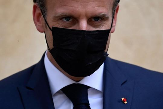 Tổng thống Pháp bị tát trong lúc đi dạo