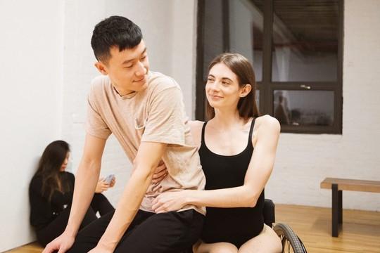 Tình yêu cảm động của chàng trai gốc Việt và cô gái Mỹ liệt nửa người