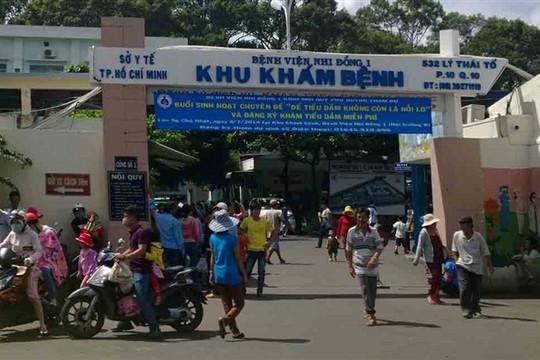Người bán hàng rong trước cổng BV Nhi đồng 1 TP.HCM nghi mắc COVID-19