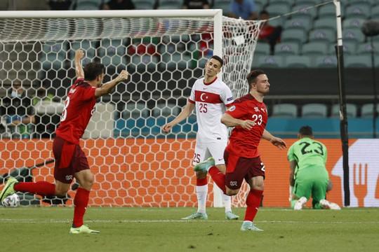 TRỰC TIẾP Thụy Sĩ 2-0 Thổ Nhĩ Kỳ: Seferovic mở tỷ số, Shaqiri lập siêu phẩm