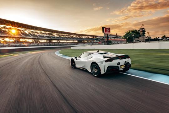 Ferrari SF90 Stradale lập kỷ lục mới tại đường đua lâu đời nhất nước Mỹ