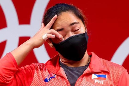 VĐV Philippines khóc sau khi giành HCV Olympic