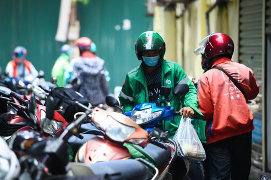 Lách luật hoạt động, hàng quán Hà Nội ồ ạt bán online